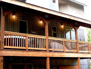 *NEW Deck and Hot Tub* Snoqualmie Pass - Walking Distance to Lifts on Sr 906!
