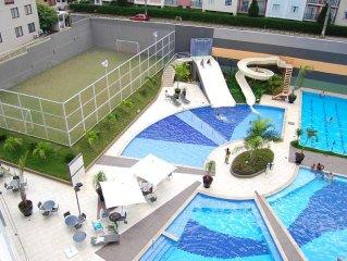 Lindo apartamento em Flat com cozinha completa a 300 mts do Hot Park