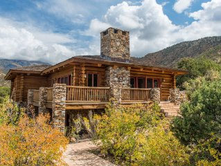 Luxurious Log Cabin Retreat Near Moab and Red Rock Canyons!