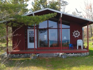 The Cottage on Lake Michigan–sand beach, wooded lot, family friendly, new bathrm