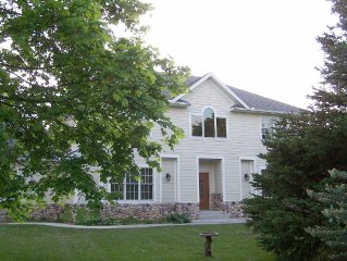 4 BR, 5 acres property, Luxury Home. The perfect place to Relax.