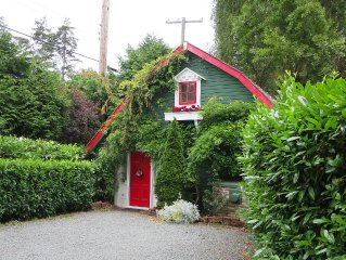 Enchanting cottage  for 2 romantics.  One week mi