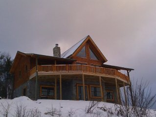 Stargazer - Panoramic Long Range Views, Hot Tub, WiFi, 4 Acres