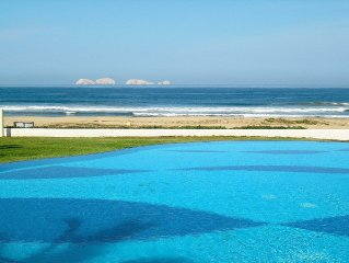 Beautiful beachfront home, infinity pool on spectacular Pacific Ocean bay.