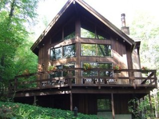 Contemporary lodge secluded on 7 acres, minutes to Cornell and Ithaca College