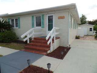*NEW* COMPLETELY renovated, IMMACULATE HOME, 4 min walk to beach & pier,3rd bdrm