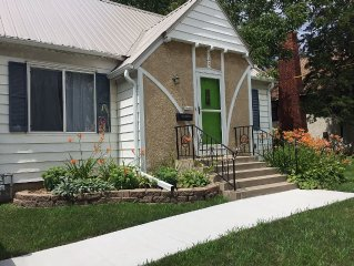 Fully furnished. 3 bed, 2 bath Slatterly Park home, convenient location.