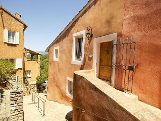 In The Heart Of The Village Of Roussillon with a fantastic view on the Terrasse