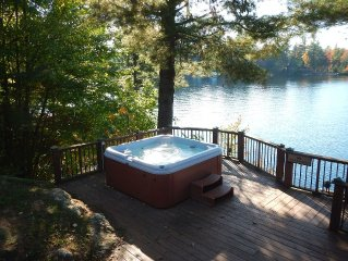 Waterfront Cottage, Hot tub on 3-tier Deck, Pontoon Boat, 3 kayaks, paddle board