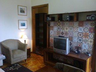 Atenção: 2 quartos no Centro de Porto Alegre, mobiliado, utensílios e internet.