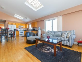 Stylish 3 Bedroom, 2.5 Bath Apartment 20 Minutes Approx By Bus From Times Square