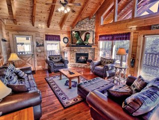 Yeti's Retreat - Ideal Location in Pigeon Forge w/Mountain Views!/game room