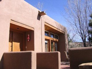 Casita in Mountain Setting w/views-pool,close to ski,opera & town!