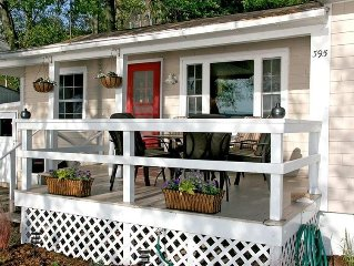 Modern waterfront cottage on Keuka Lake - close to Penn Yan & Finger Lakes wine!