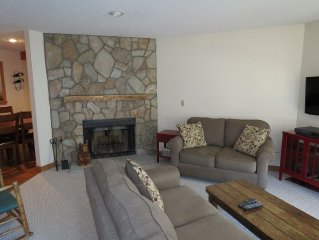 More snow to come! Book summer! Wifi! Immaculate Condo, Views & 1 Mile fm St