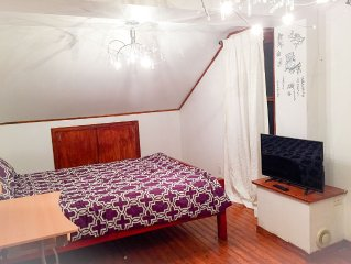 Beautiful House With Private Parking (Belle Maison Avec Parking Privee)