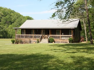 Creekside with a relaxing hot tub/fire pit/ grill; close to Casino/GSNP