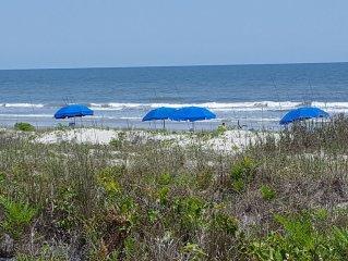 Gorgeous Fairway Oaks Villa, 100 yards from the beach