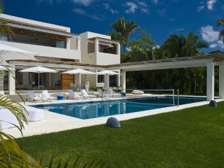 Heavenly, Ocean-front Villa Luna Mar. Private, sandy beach. Superb staff of six.
