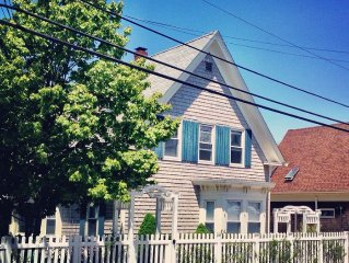 Sunny Upper 2 Bed, 2 Bath Next to Ptown Bikes & Mussel Beach Gym