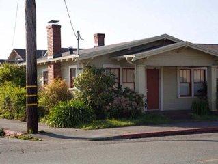 Charming 1920's Cottage Close to Plaza, HSU