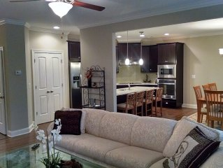 New Townhome On Private Wooded Lot. Convenient To Atlanta, Pinewood Studios