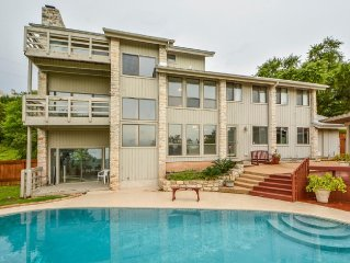 Panoramic Lake Travis views on 1 acre with Pool Nature and fun