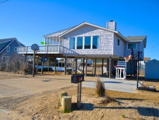 Ocean View 4 Bedroom, Open Sunny Updated Home With 3:00 Saturday checkin