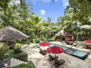 Villa The Sanctuary Bali : 10 bedrooms, 27 professional staff, amazing views