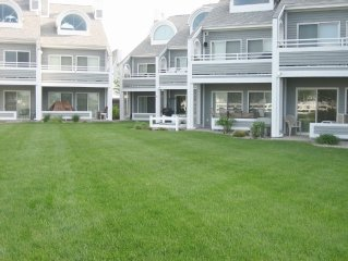 Beautiful Grand Haven, Spring Lake Waterfront Condo, minutes from Lake