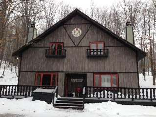 Beautiful, Comfy, Rustic Ski Chalet Steps From Ski Brule Mountain (Left Side)