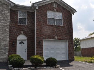 TOWNHOME! 15 MINUTES FROM DOWNTOWN LOUISVILLE!