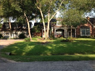 NW Houston - Perfect place to await a new home, visit family or rest after work.