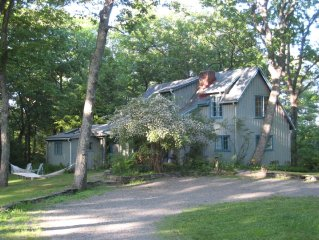Romantic + historic artist's cottage in private woods ~ wake up to birdsong!