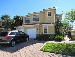 Modern Spacious Family Resort Townhome With Lanai Near Orlando