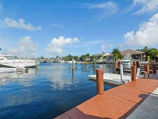 Waterfront Estate - Steps To The Beach! FALL SPECIALS