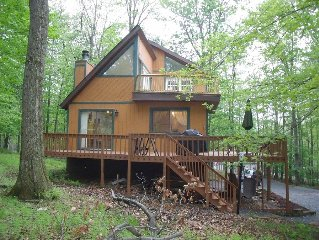 Beautiful secluded Locust Lake mountain retreat on ski slope and close to lake