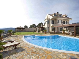 Villa Blue Miracle with 5 bedrooms and private pool, 1600 meters from the beach