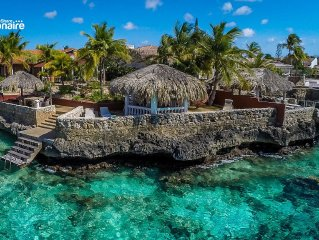 Exceptional oceanfront villa with direct private access to the Caribbean Sea