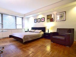 Manhattan Studio Apartment in a Luxury, 24 Hour Doorman Building