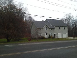 Minutes from Jimny Peak/Tanglewood. Private home with large yard