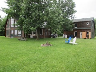 LAKEFRONT 3/2 LOG HOME - KING 'TREE' BED, FIREPIT, BOAT DOCK - BRING YOUR DOG !