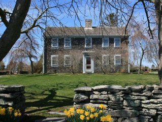 Charming 18th century farmhouse near ocean, artisan shops, next to farmstand