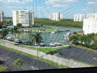 Walk to the beach, spacious 3 bedroom penthouse with two lanais, wonderful views