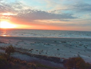 Oceanfront Condo with Beautiful Sunrises - 3 Bedroom 4th Floor Penthouse