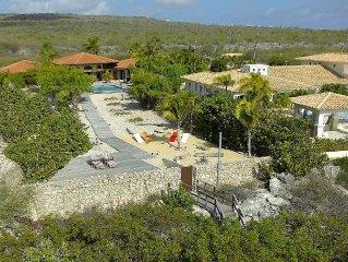 Villa Mariposa Studio, large pool and sundeck