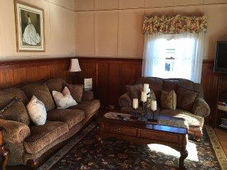 Ronveaux, The Corner Cottage-Napa's Crown Jewel