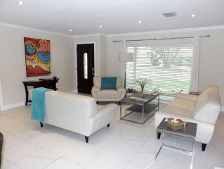 Casa Justine - Upscale Winter Park Home \ Elegant Living Room, Great Pool