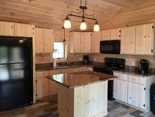 New Pine Cabin in the white mountains walk to white lake new
