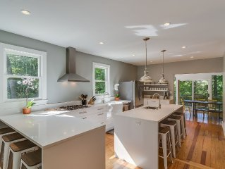 Modern Farmhouse. 5 mins from Lake Michigan! 7 Bedrooms.